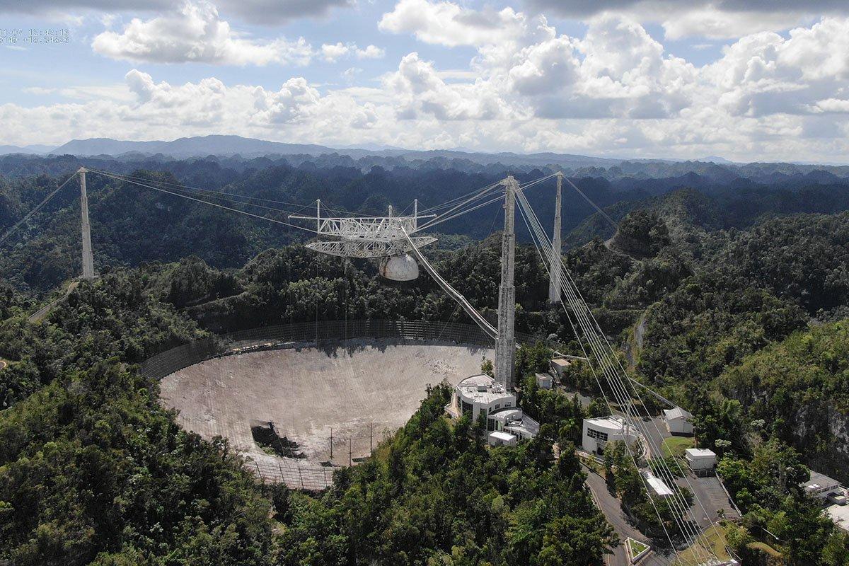 Mo¿emy po¿egnaæ radioteleskop w Arecibo. Zawali³ siê