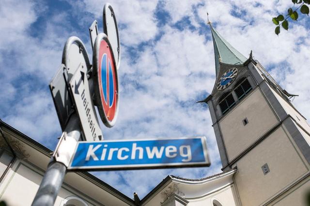 Szwajcarski ko¶ció³ wymieni³ swój dzwon na dzwonek smartfonu, czyli boga nie ma