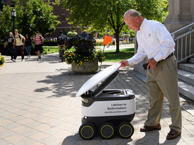 Na amerykañskiej uczelni jedzenie dostarczaj± drony