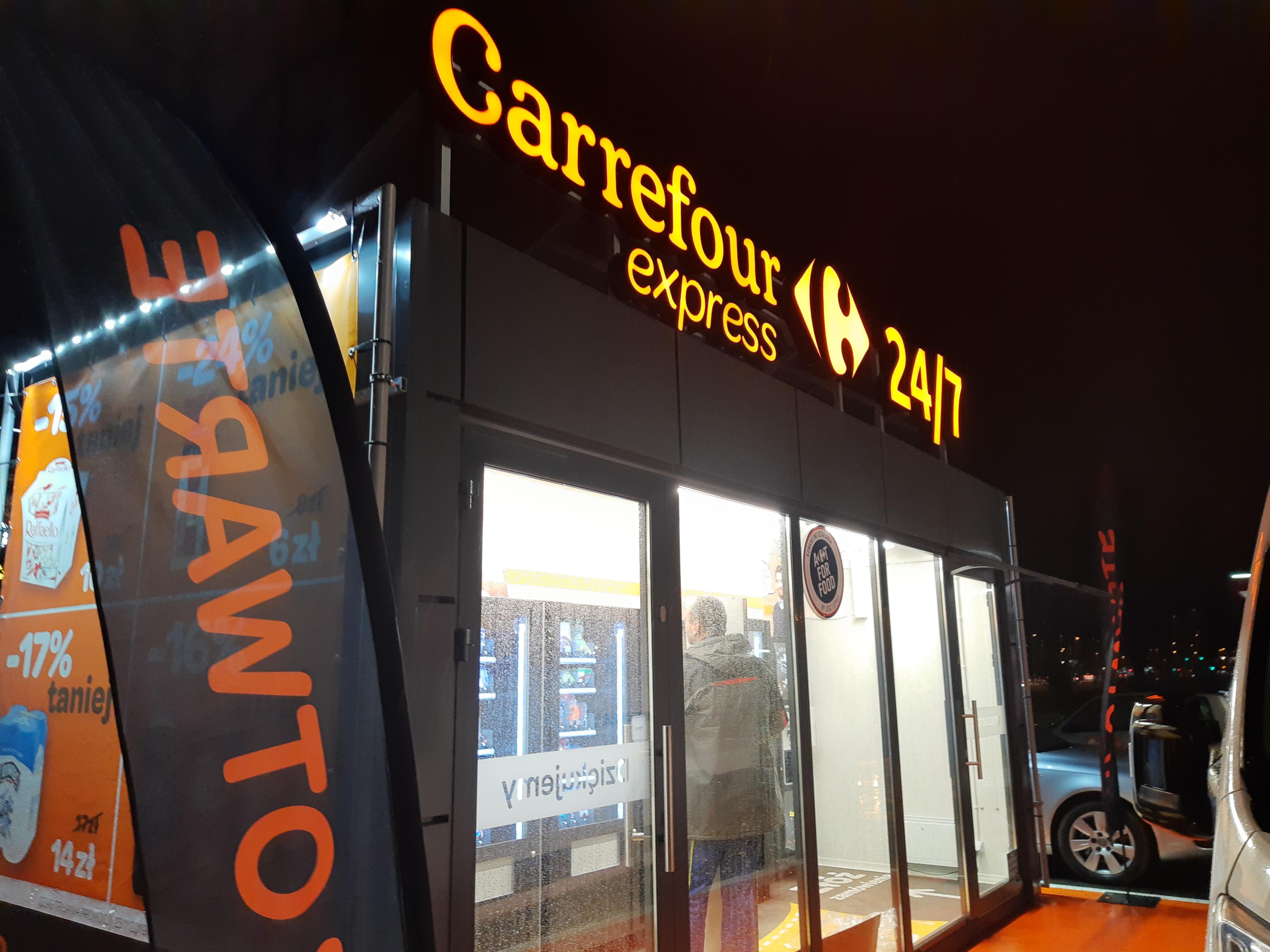 W Warszawie otwarto pierwszy w Polsce sklep bezobs³ugowy