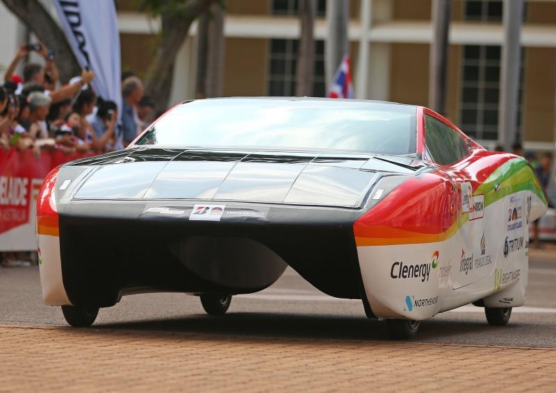 Ach ci Australijczycy - w Australii odbywa siê w³a¶nie wy¶cig elektrycznych samochodów
