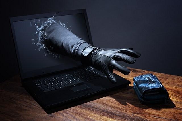 Cyber-oszu¶ci przerzucaj± siê z ransomware i kryptokoparek na szanta¿
