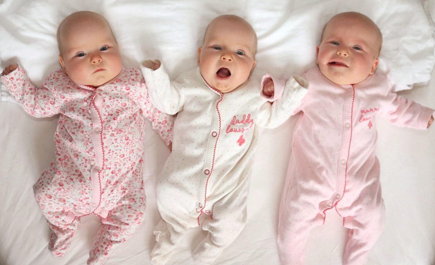 Tajemnice koronawirusa, czyli jak zdrowa matka urodzi³a trojaczki z COVID-19