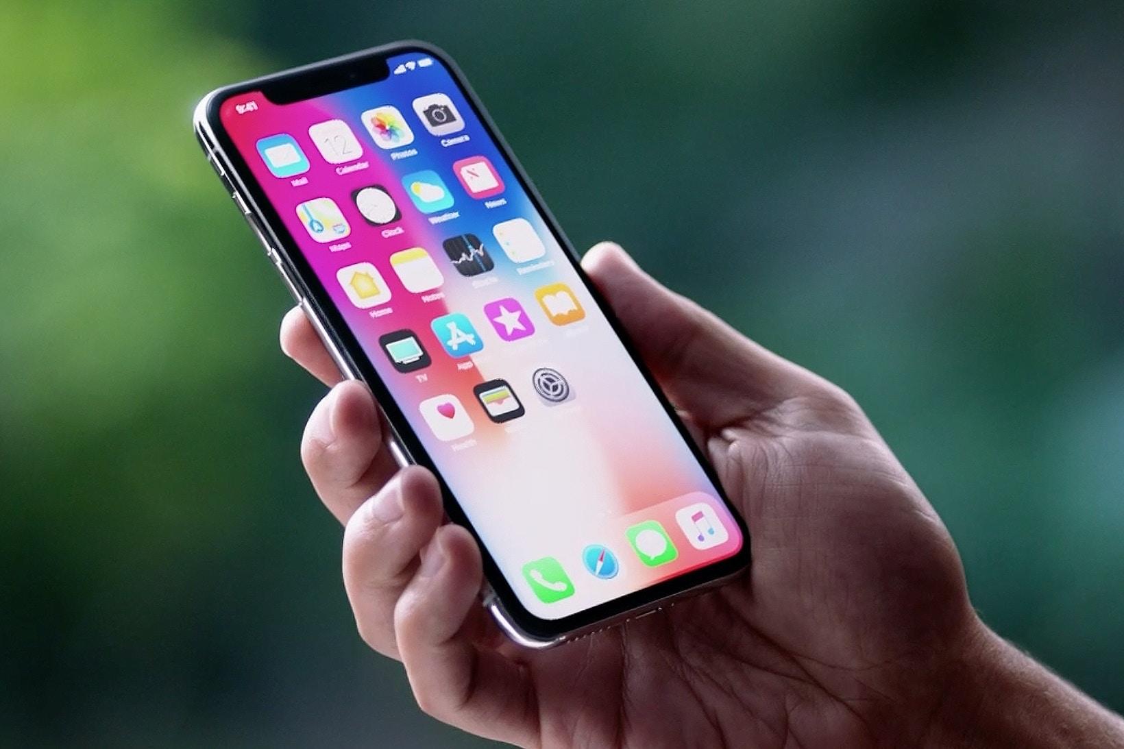 """Ekran iPhone X podobno nie bêdzie ju¿ """"zamarza³"""" w niskich temperaturach"""