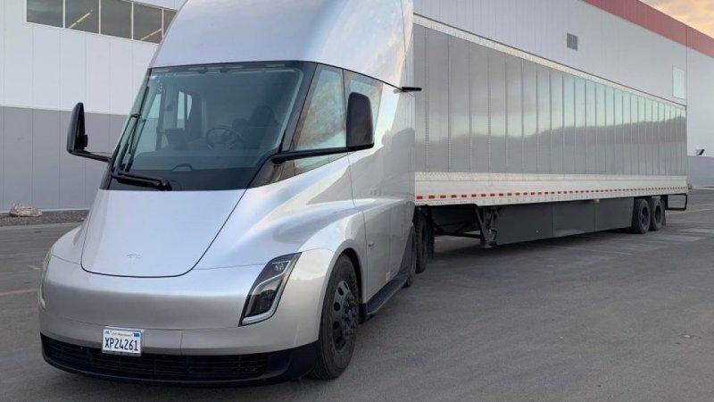 Tesla jest ju¿ ponoæ gotowa do masowej produkcji elektrycznych ciê¿arówek Semi