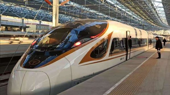 Pierwszy inteligentny pojazd szybkiej kolei ju¿ rozwozi pasa¿erów