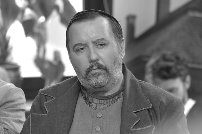 Zmar³ aktor Dariusz Gnatowski