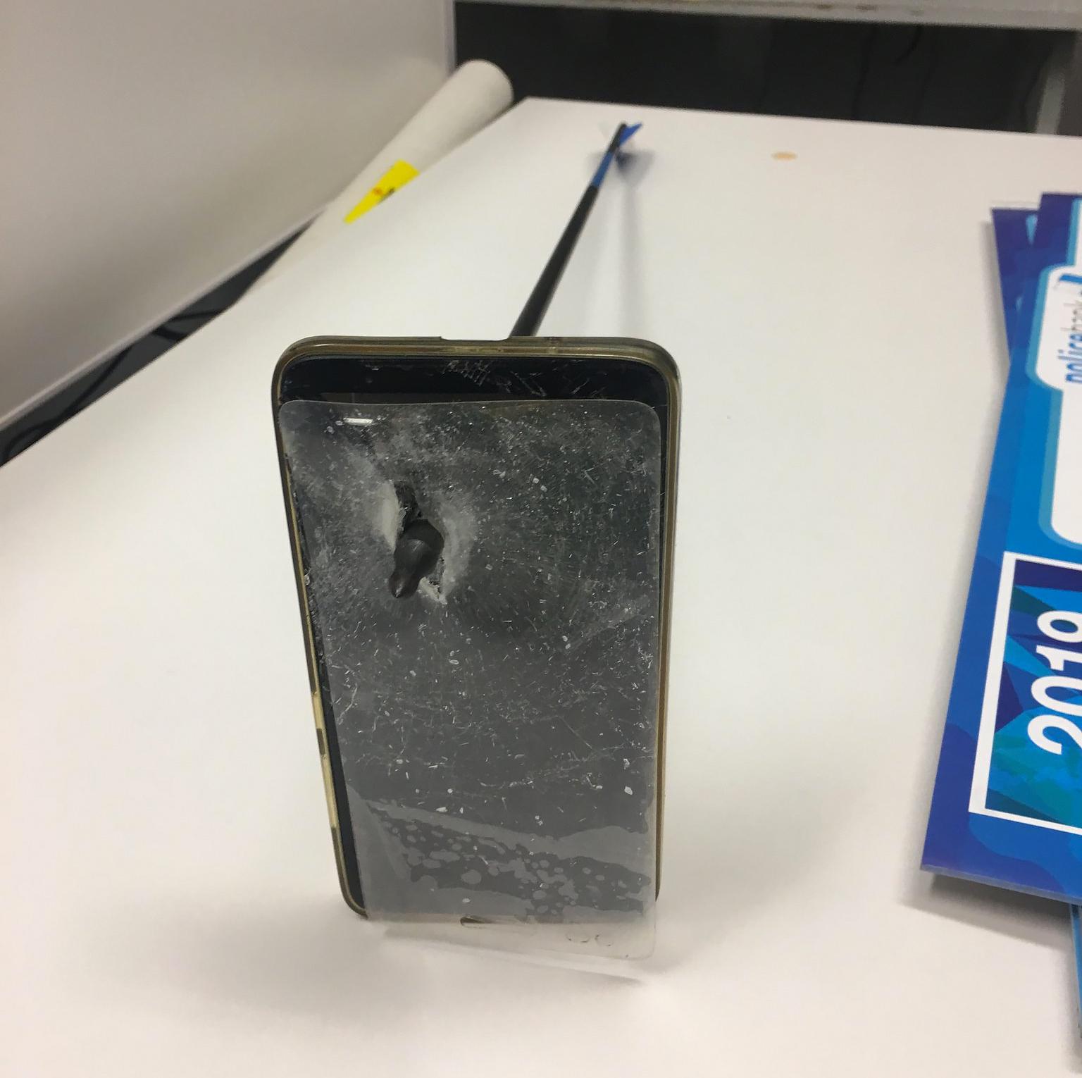 Smartfon: 1, strza³a: 0, czyli jak telefon uratowa³ kogo¶ przed szalonym ³ucznikiem