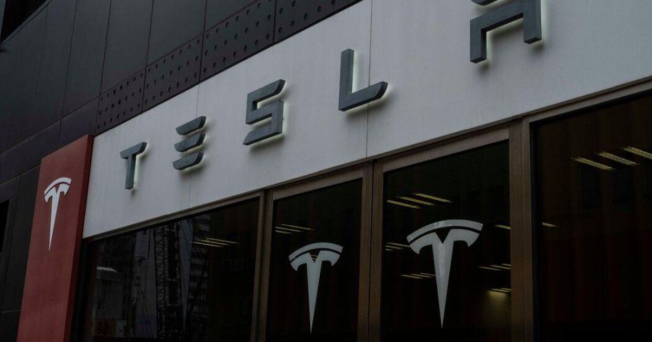 Tesla wstrzymuje zakup samochodów za Bitcoiny