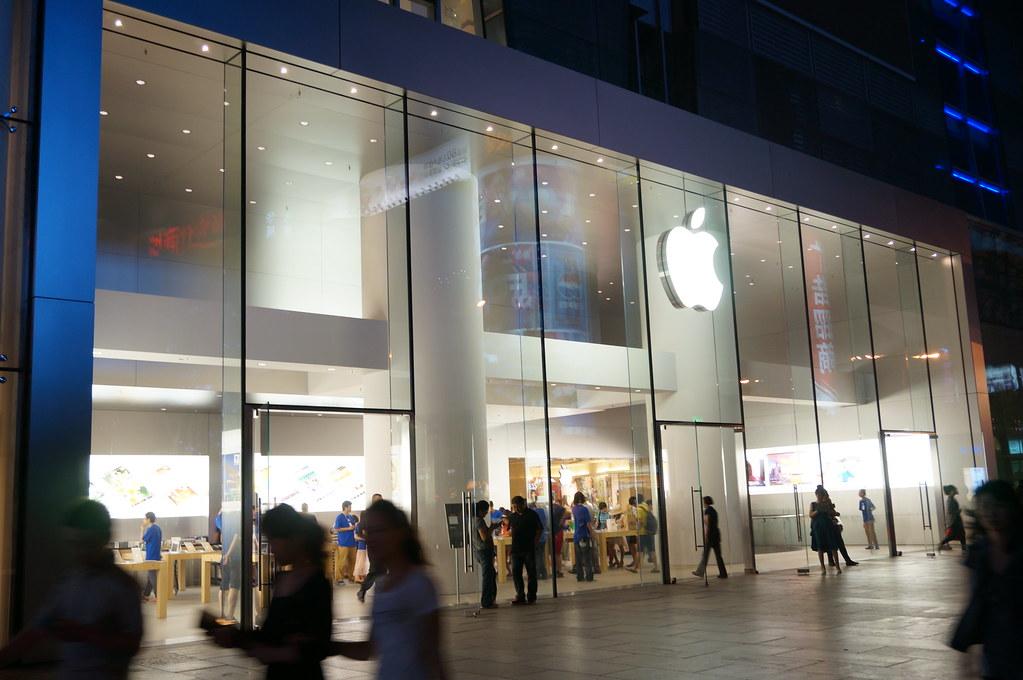 Zagra¿aj±cej ¿yciu chciwo¶ci ci±g dalszy, czyli Apple ponownie otwiera piêæ sklepów na terenie Chin