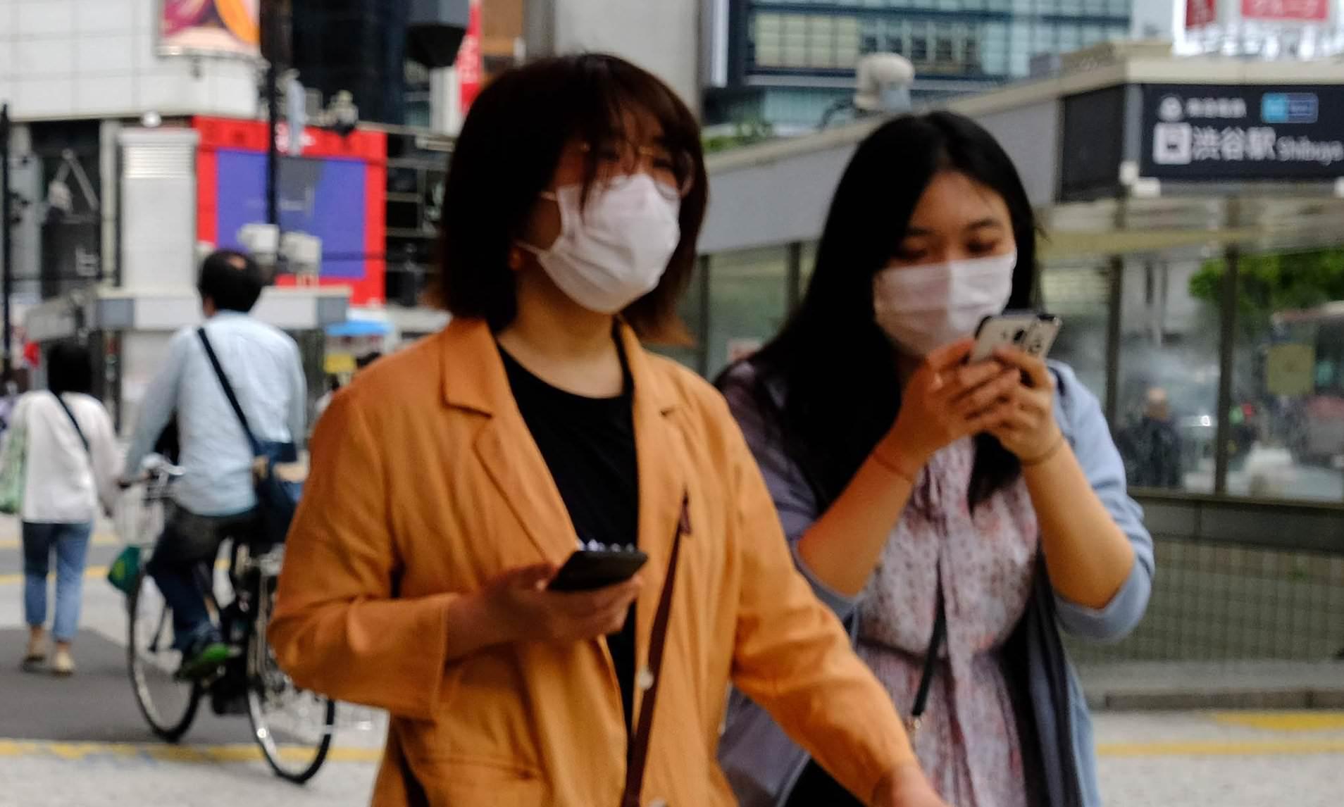 Japoñczycy zabraniaj± pieszym korzystaæ ze smartfonów