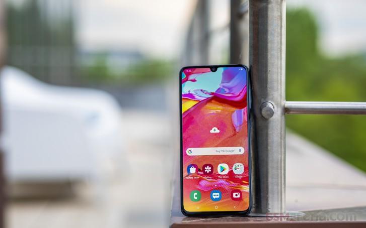 Samsung Galaxy A30 i A70 otrzymuj± nowe aktualizacje oprogramowania uk³adowego