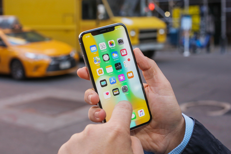 Apple wznawia produkcjê iPhone X