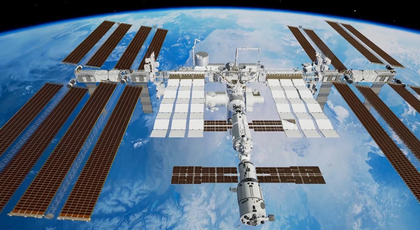 Miêdzynarodowa Stacja Kosmiczna przelatuje w³a¶nie nad Polsk±. Da siê j± zobaczyæ go³ym okiem