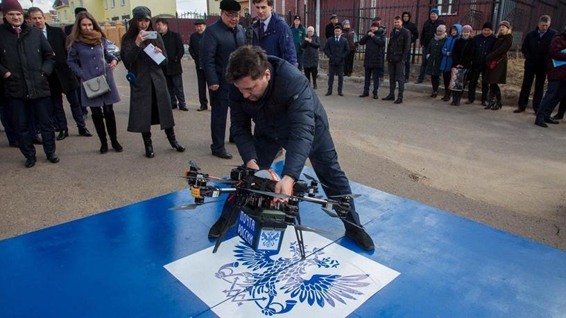 Rosjanie zbudowali drona wartego 20 tysiêcy dolarów i zderzyli siê ze ¶cian±. Dos³ownie