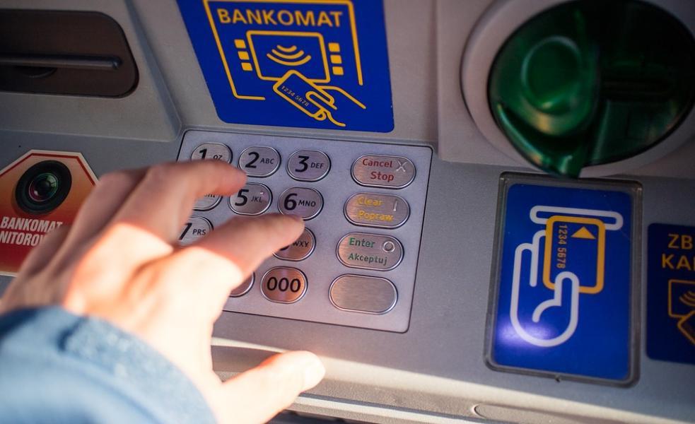 Oszustwo SMS premium wykorzystuje kody QR na bankomatach