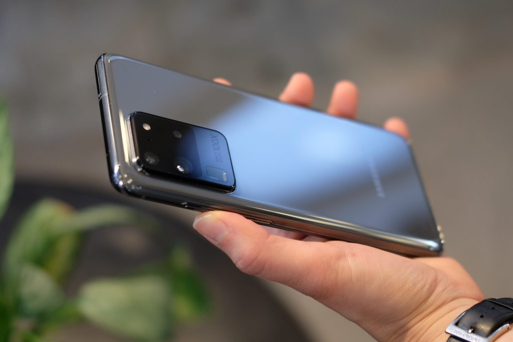 Samsung nie traci czasu. Galaxy S20 Ultra jeszcze nie mo¿na kupiæ, ale ju¿ dosta³ pierwsz± aktualizacjê