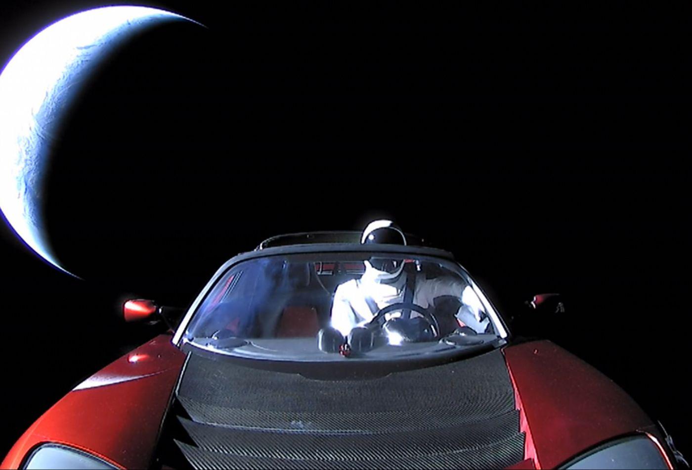Samochód, który Elon Musk wystrzeli³ w kosmos, w³a¶nie po raz pierwszy okr±¿y³ S³oñce