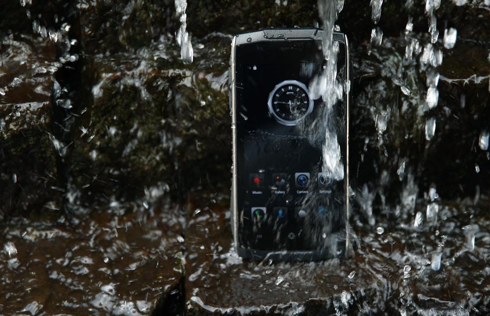 Zoji Z6. Wytrzyma³y telefon o ciekawej obudowie i niskiej cenie trafi³ do Polski