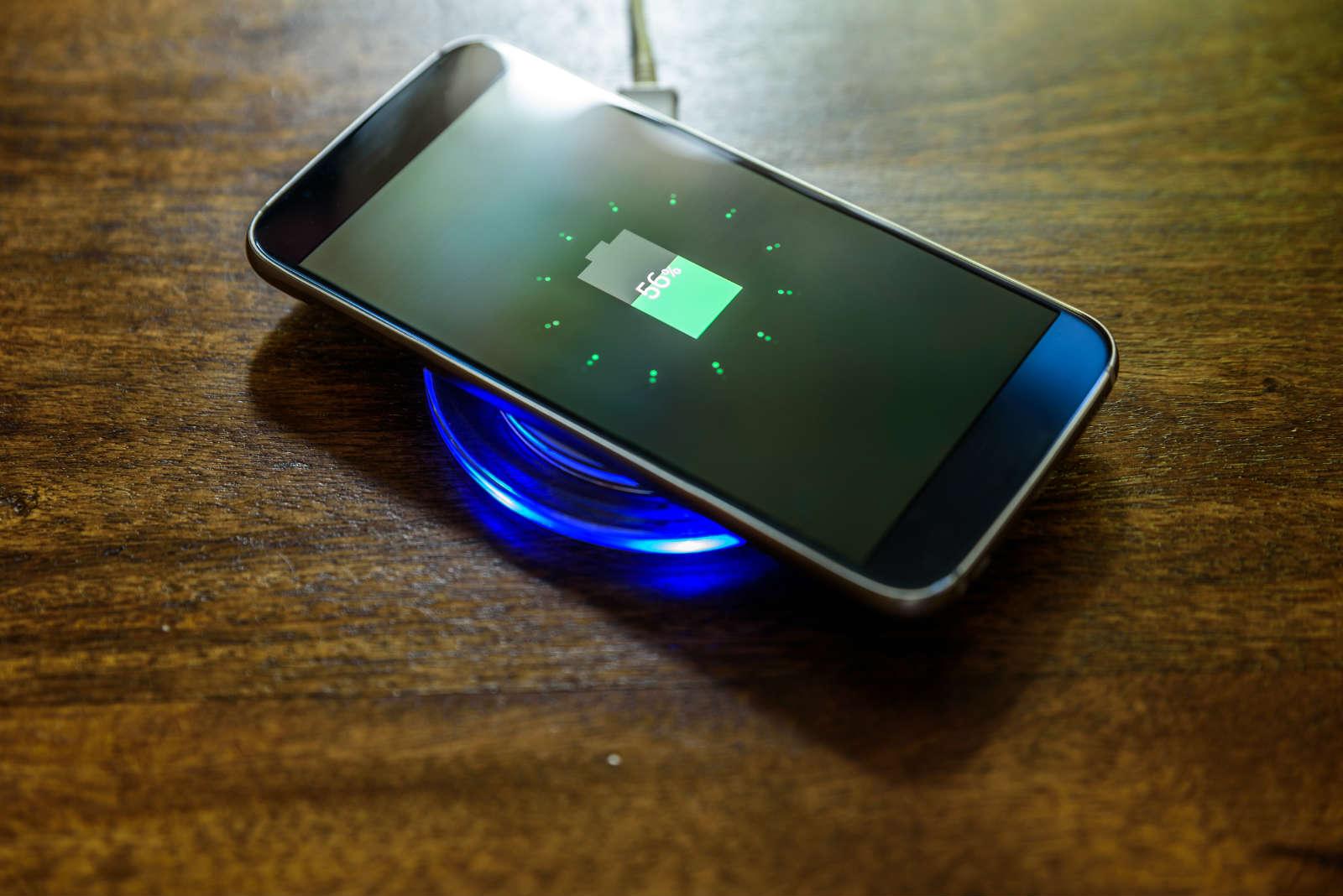 Niektórzy posiadacze Samsung Galaxy S20 narzekaj± na problemy z ³adowaniem smartfonu